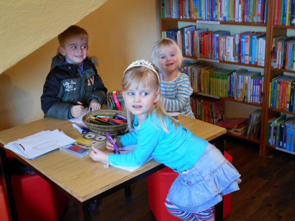 Die Mal- und Spielecke für die Kleinen in der Gemeindebücherei Eckfeld